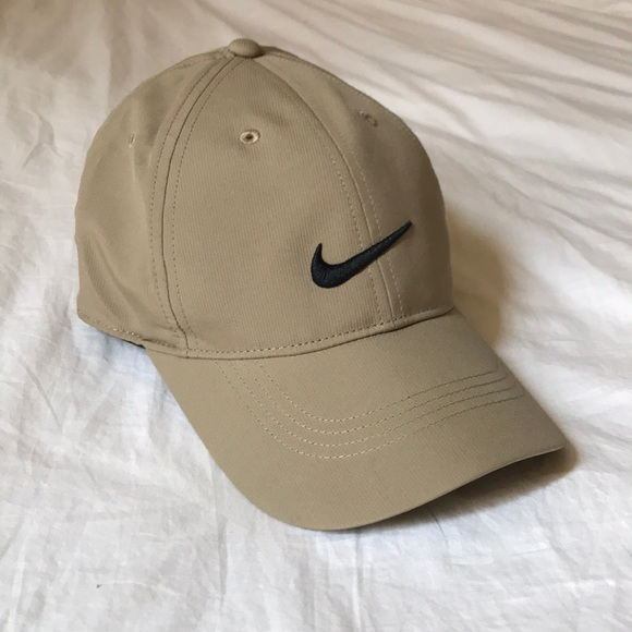 62290024 NIKE. Golf Legacy91 Tech Adjustable Hat. Khaki. M_5b901d2f1070ee37a80884ce